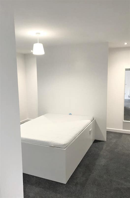 Large Modern City Centre One Bed Apt All Bills Inc Main Photo