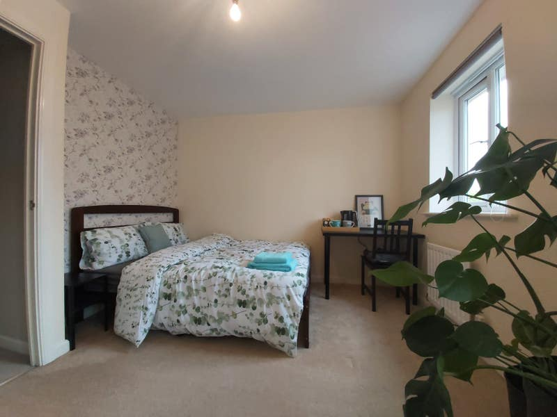 Bright and spacious double room Main Photo