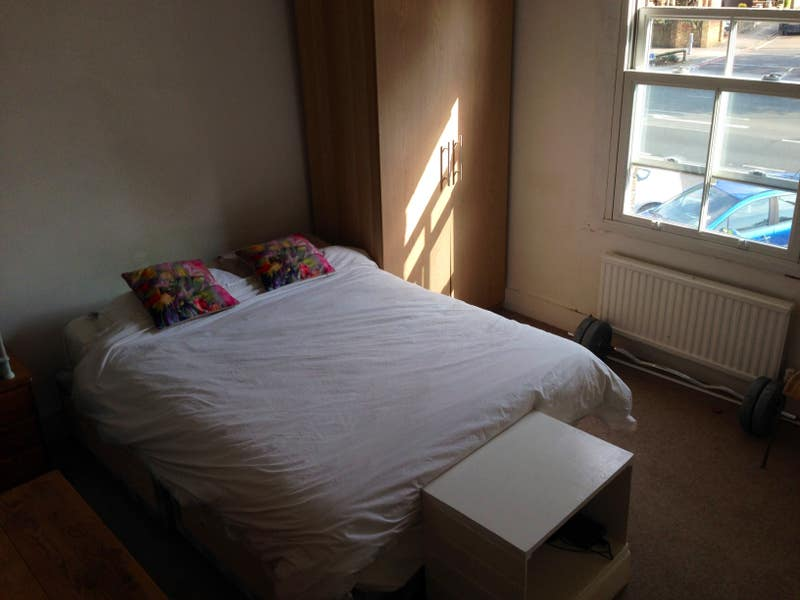 Double Bedroom in Shared House Main Photo