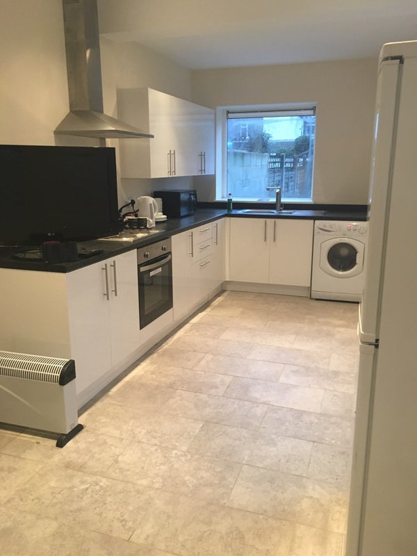 Rooms to Let Wellington Street £75 Pw Main Photo